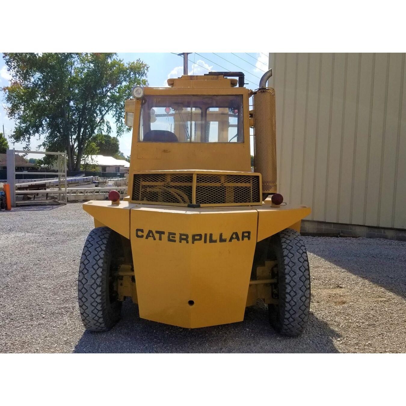 Used 22,500 lb Caterpillar Gasoline Towmotor Forklift Fork Truck Model V225