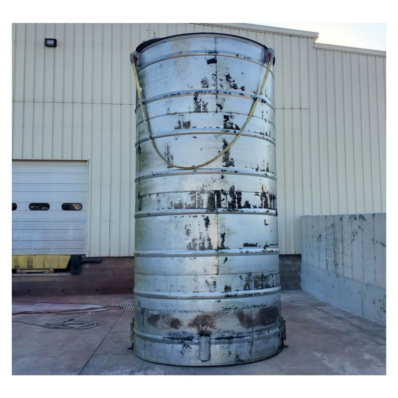 Used 8' dia Stainless Steel Vertical Tank - 6,000 Gallons