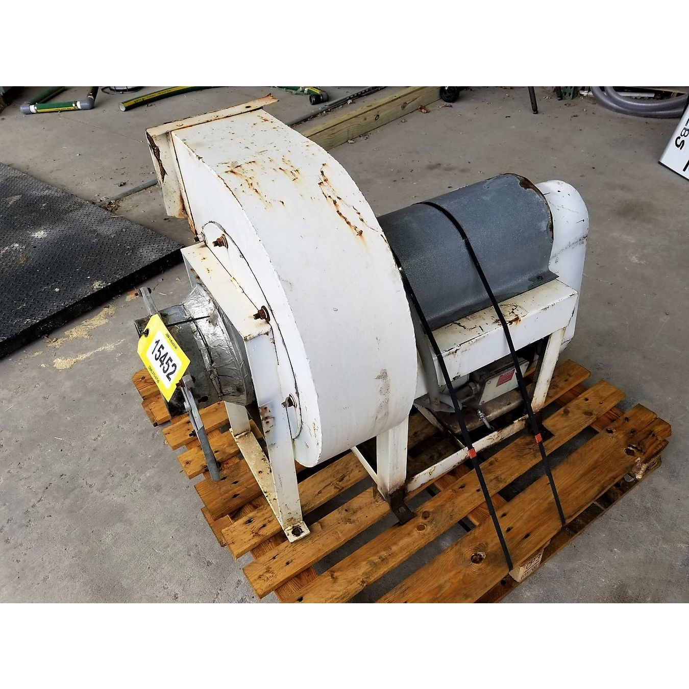 Used 2000 Cfm 8 Quot Sp Dayton Industrial Belt Drive Radial